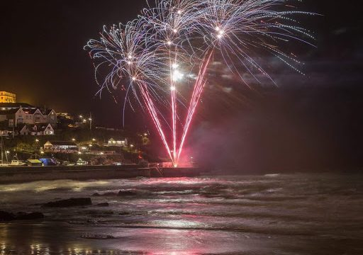 fireworks harbour 512x360 - New year celebrations in Newquay