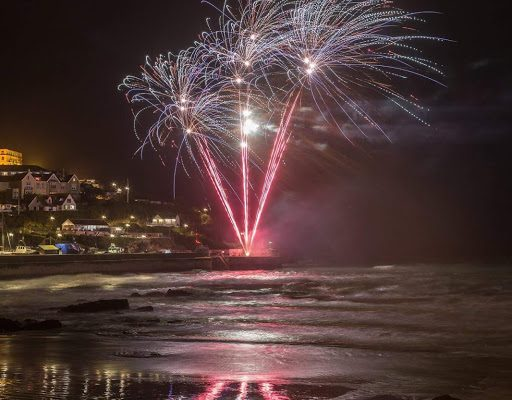 fireworks harbour 512x400 - New year celebrations in Newquay
